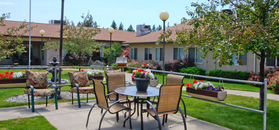 Retirement living in Spokane, WA with beautifully landscaped grounds