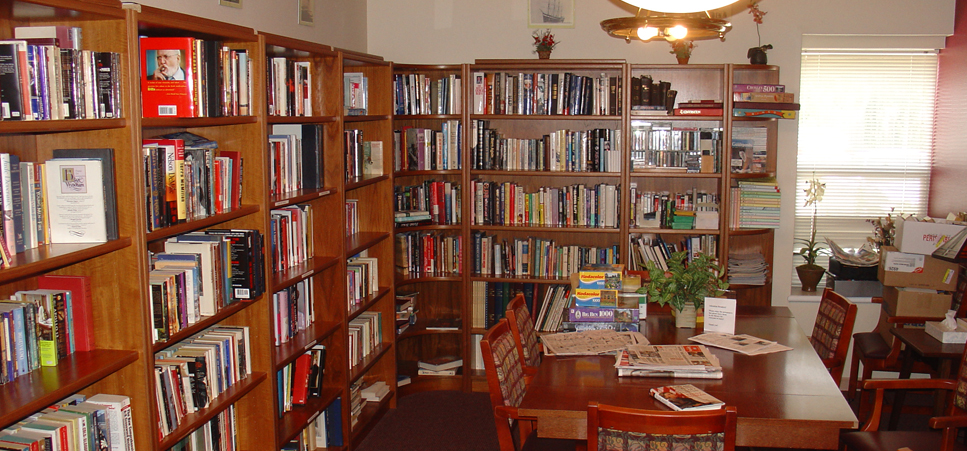 Golden Sands Assisted Living feature cozy library and study