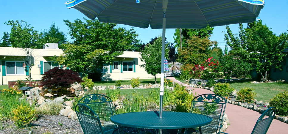 Retirement living in Grants Pass, OR with beautifully landscaped gardens