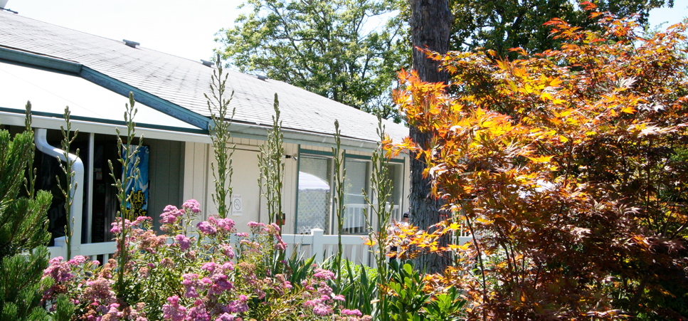 Retirement living in Grants Pass, OR with beautifully landscaped grounds