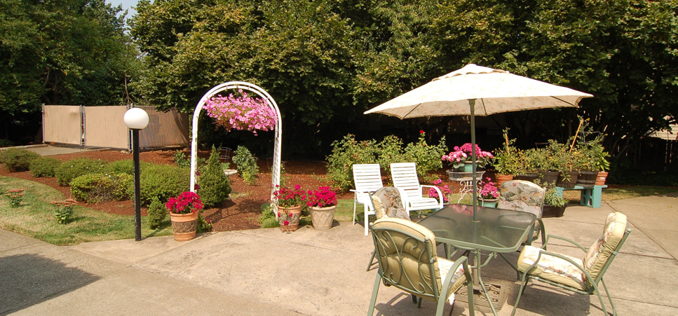 Retirement living in Salem, OR with beautifully landscaped grounds