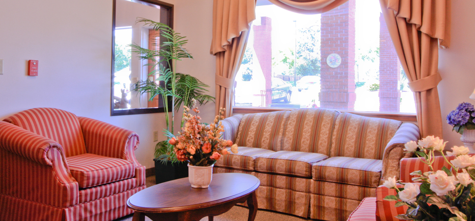 Retirement living in Hermiston, OR with a bright lounge area