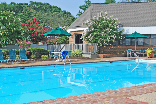 Lap swimming pool at London Towne apartments in Richmond