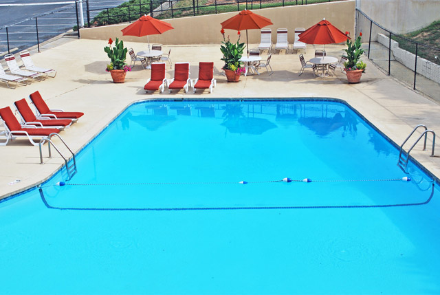 Swimming pool at Carolina Apartments