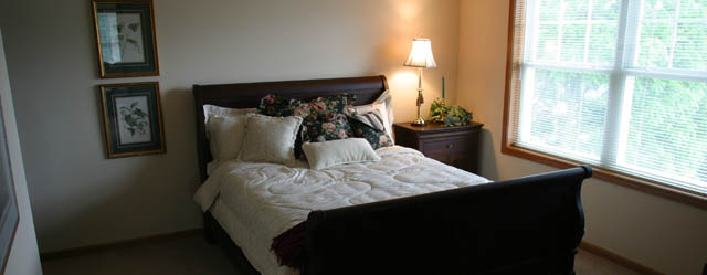 Senior living in Thiensville bedroom