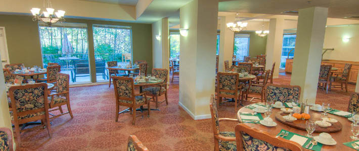 Enjoy eating in our dining room at Chateau Pacific in Lynnwood WA