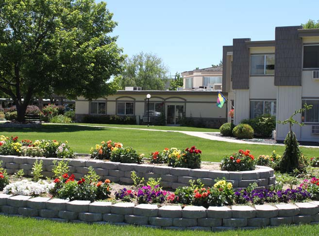 Retirement living in Boise, ID with beautifully landscaped grounds