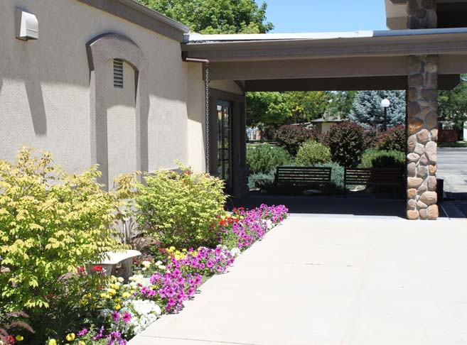 Sun bathed courtyards at Heatherwood Retirement Community, Boise retirement living