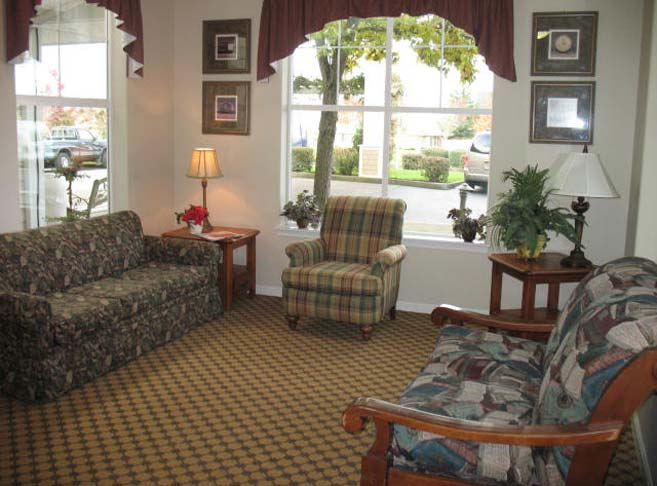 Retirement living in McMinnville, OR with cozy sitting areas