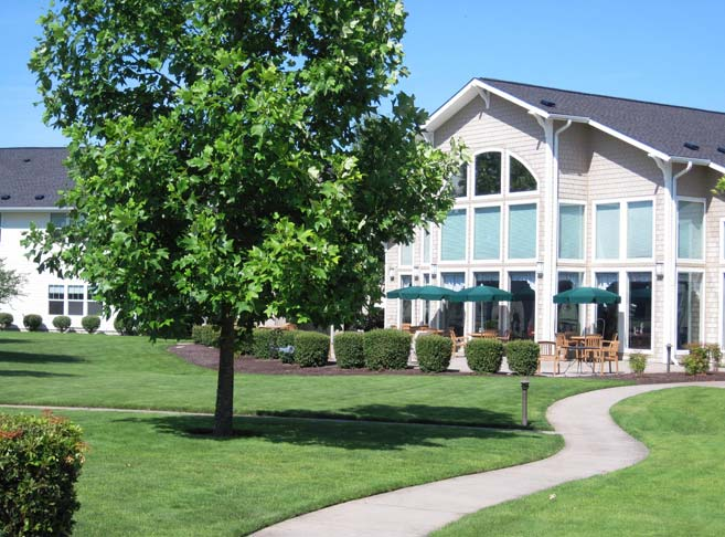 Lush green lawns at our McMinnville senior living