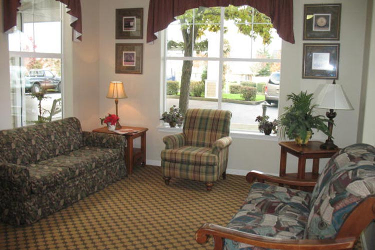 Retirement living in McMinnville, OR with bright cozy sitting areas