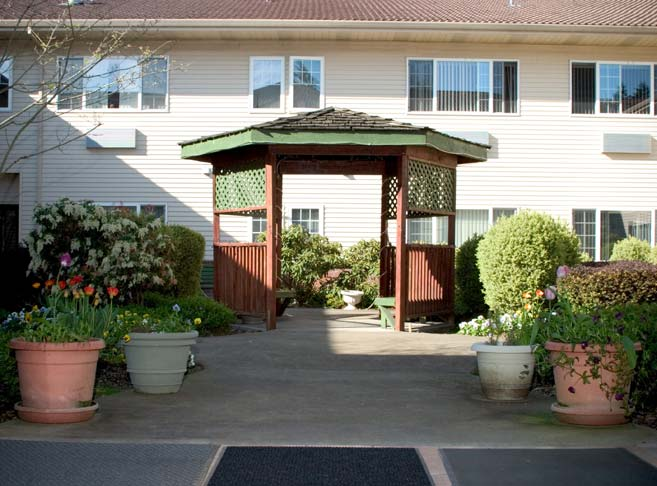 Charming gazebo at our Oregon City senior living