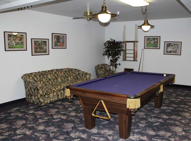 Retirement living in Junction City, OR with a billiards room