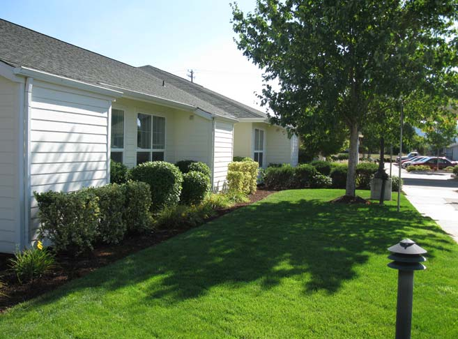 Lush green lawns at our Roseburg senior living