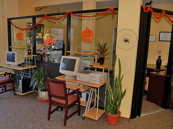 Computer center at our Norwalk senior living