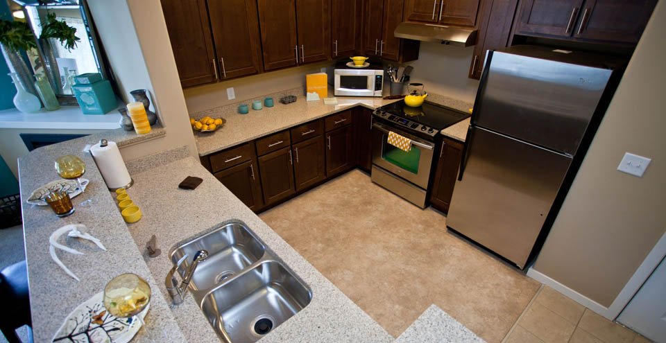 Kitchens with stainless steel appliances in Wilsonville