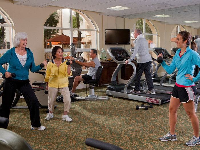 Active seniors at Peninsula Del Rey senior living community