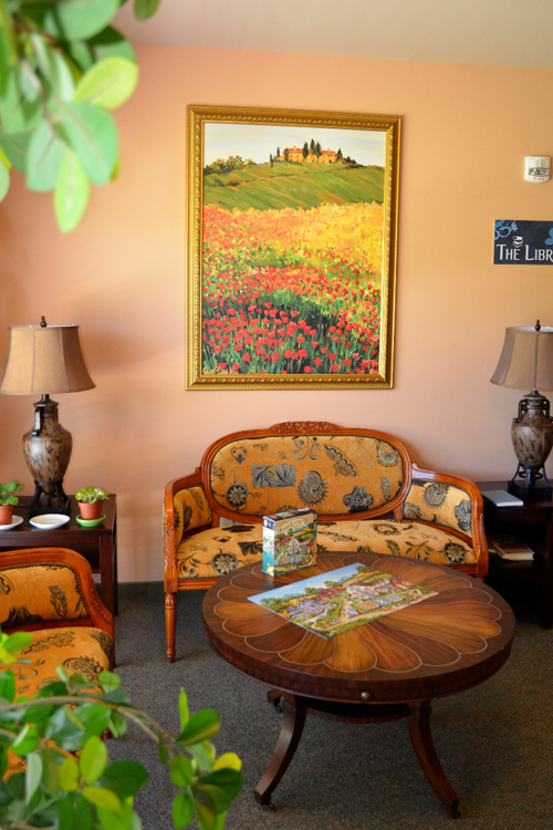 Colorful sitting room at senior living community in Roseville, CA