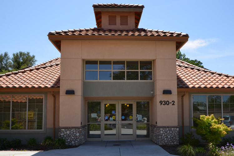 Welcoming entry at Roseville senior living community