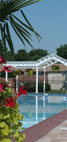 Apartments in Chesapeake, VA with a relaxing sun deck