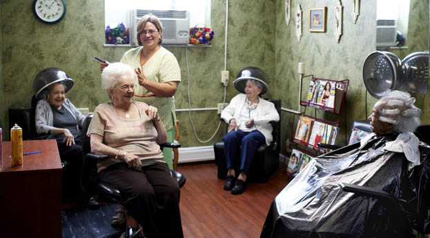 Farmington Hills senior living offers a salon to residents
