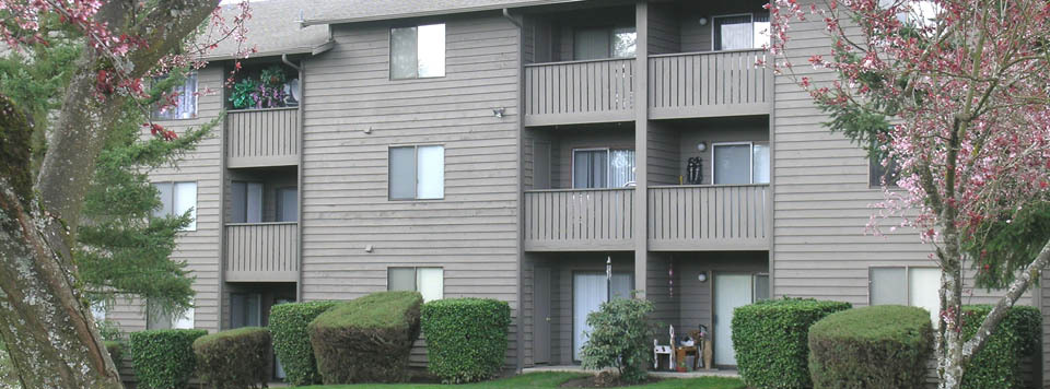 The exterior of apartments in Renton is well-maintained