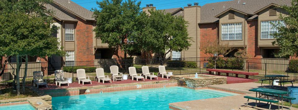 Relax by the swimming pool and sun deck at Mesquite apartments
