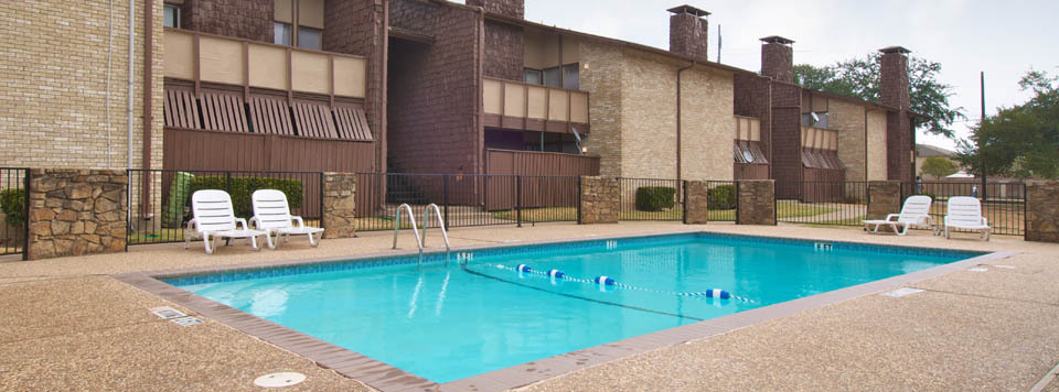 Sun deck and swimming pool are open at apartments in Dallas