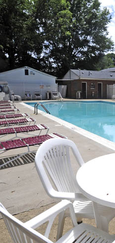 Enjoy the sun deck and swimming pool at apartments in Newport News