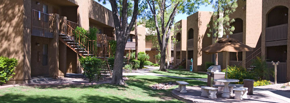 Hang out with friends in the picnic area at Scottsdale apartments