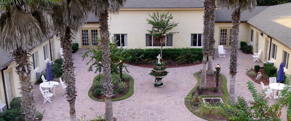 Bartow fl senior living courtyard