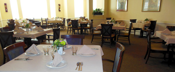 Dining room at brandon fl senior living community