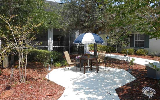 Sunny courtyard at Savannah Court of Orange City