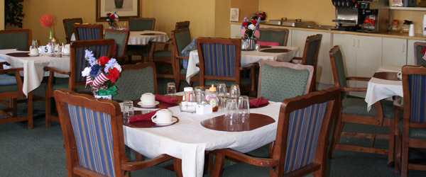 Lakeland fl senior living casual dining room