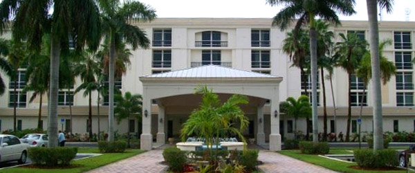 Exterior of hollywood fl senior living community