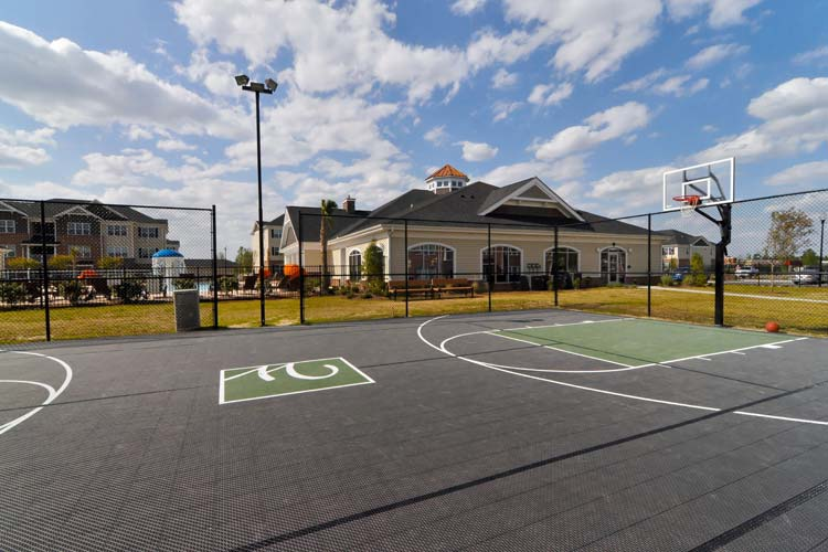 Basketball and tennis courts at Williamsburg Place