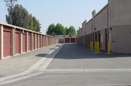 Exterior storage units in Long Beach, CA 90805