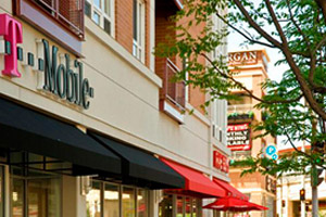 Rogers Park Chicago apartments have great shopping and restaurants surrounding them.