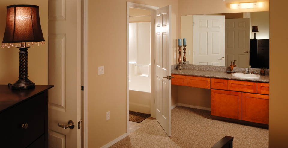 Rest in comfort in the master bedroom and bathroom at apartments in Branson