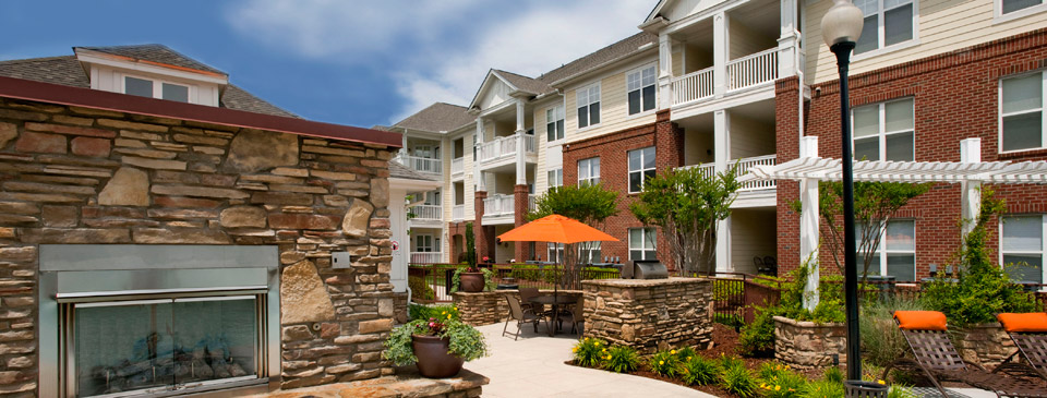 Relaxing courtyard in cary apartments