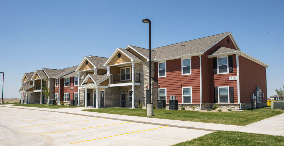 Apartments in Burkburnett has red apartment buildings