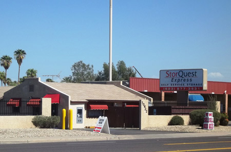 Front entrance of StorQuest Self Storage in Villa de Paz