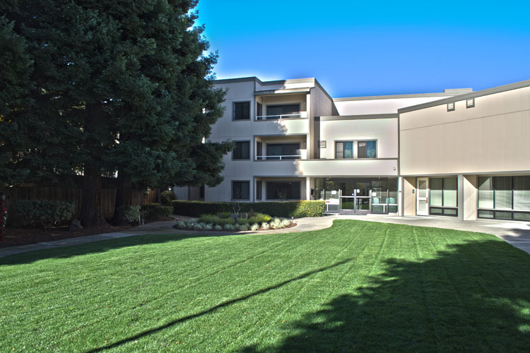 Well landscaped grounds at Hayward senior living community