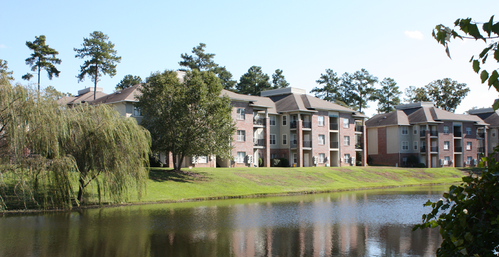 Landscaped lake apartments in Fayetteville