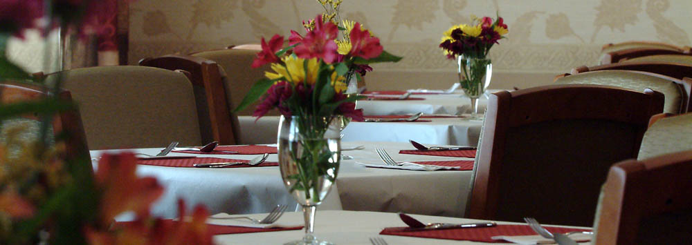 Dining assisted living at Hearth & Home