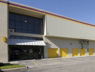 Building view of self storage in Houston