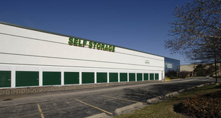Exterior of self storage in Carol Stream