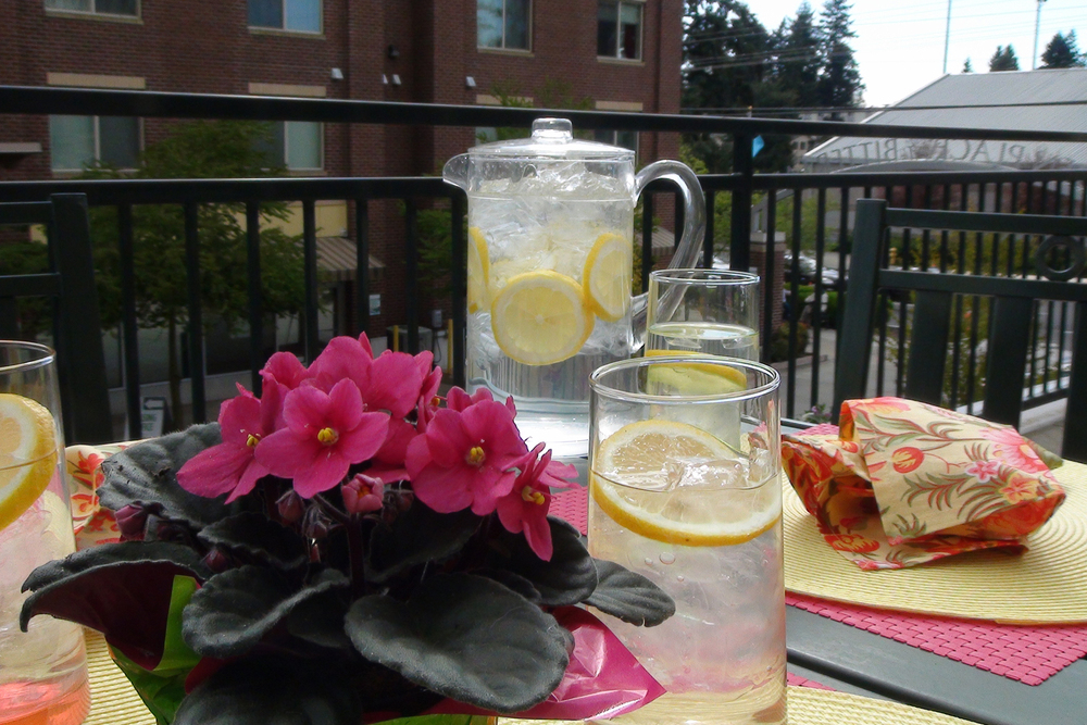 Al fresco dining at apartments in Seattle