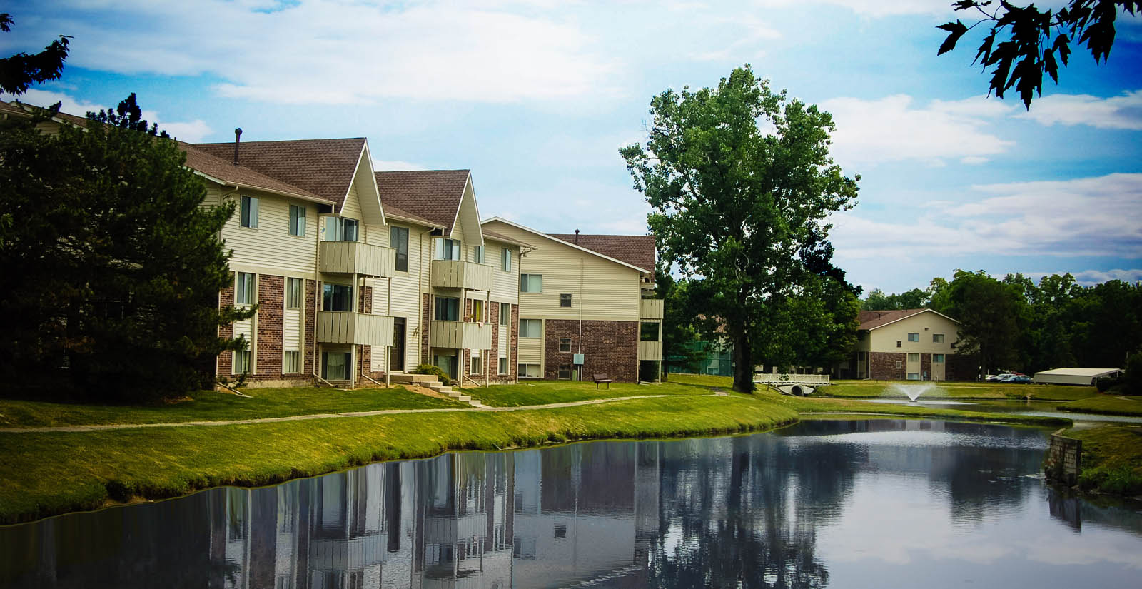 East Lansing apartments have a water front view
