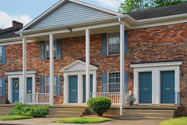 Townhouse and garden apartments Foxchase